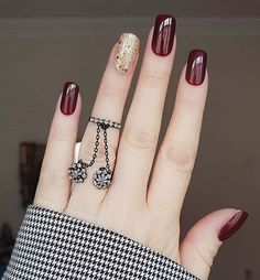 10 Looks For Prom Nails That You Should Be Trying Prom is approaching and there are ten looks for prom nails that you should be trying. Your hair, makeup, and nails are essential to your entire prom look. Nail Art Designs, Square Nail Designs, Nails Design, Elegant Nails, Stylish Nails, Short Square Nails, Short Nails, Neutral Nails, Fall Nail Art