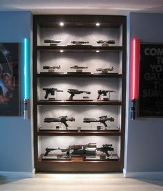 A display case presents the inner-self of the creator. With a look at the display case, you can know the person inside. There are DIY display case ideas. Figurines D'action, Lego Display, Display Ideas, Display Cases, Action Figure Display Case, Star Wars Bedroom, Geek Room, Star Wars Decor, Video Game Rooms