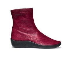 Best Walking Shoes for Travel: Arcopedico Booties. This brand is the only one I can wear and virtually never suffer from travelin' feet.