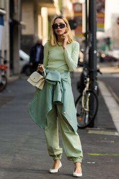 Milan Fashion Week Street Style Fall 2021 Milan Fashion Week Street Style, Autumn Street Style, Street Style Women, Style Fashion, Trendy Outfits, Fall Outfits, 50s Glamour, Baker Boy Cap, Cold Weather Fashion