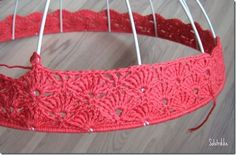 how to cover a lamp shade with crochet..