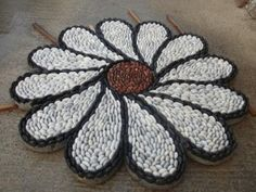 Mosaic art of pebbles! When passion and talent unite, magnificent works arouse! Mosaic Walkway, Mosaic Rocks, Mosaic Stepping Stones, Pebble Mosaic, Mosaic Garden, Pebble Art, Mosaic Art, Mosaic Crafts, Mosaic Projects
