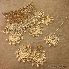 Some designs never go out ot trend ! Will be posting 3 variations of the traditional Rajasthani AAD sets. Let us know which one took your heart away Bridal Jewelry, Gold Jewelry, Jewelery, Jewelry Necklaces, Rajasthani Bride, Lahenga, Asian Bride, Traditional Fashion, Indian Bridal