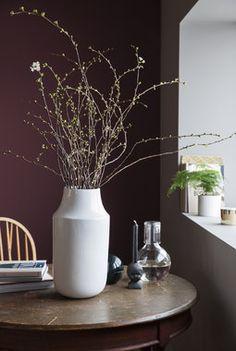 Med vårlige greiner skaper du vårstemning i stua. Planters, Spring, Trays, Vases, Instagram Posts, Home Decor, Pictures, Decoration Home, Room Decor