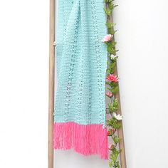 This beautiful summer scarf is perfectly suitable for for cooler summer nights. Add this scarf to your wardrobe and cheer up any outfit with this gorgeous accessory. THe scarf is crocheted with the classic Cool Wool Baby, made of pure, extra fine merino wool. This wool breaths, absorbs and is felt free, so wearing it will definitely be a delight!