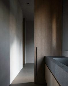 Minimalist Bathroom with Concrete Sink and Bath Tub by John Pawson - Modern Minimal Bathroom, Modern Bathroom, Best Interior, Interior And Exterior, Bathroom Inspiration, Interior Inspiration, Vibeke Design, Wabi Sabi, Minimalist Decor