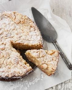 A delicious and unique fresh apple crumb cake, made with a unique crust, filled with creamy apples and topped with a crunchy crumble.