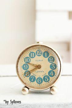 Wecker - Süßer vintage Wecker, shabby chic blau - ein Designerstück von Sylloves bei DaWanda