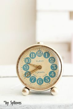 Love this clock!  Would love to have a collection of old clocks!