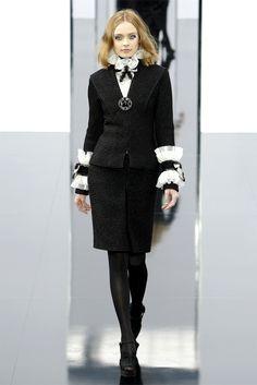 Sfilata Chanel Parigi - Collezioni Autunno Inverno 2009/2010 - Vogue