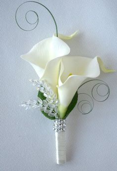 Calla Lilies wedding ladies corsage or double buttonhole, more colours available. wedding corsage Calla Lilies wedding ladies corsage or double buttonhole, more colours available Prom Flowers, White Wedding Flowers, Bridal Flowers, Diy Flowers, Calla Lily Bridesmaid Bouquet, Wedding White, Floral Wedding, Star Wedding, Trendy Wedding