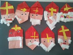 Een Sinterklaas vouwen van papier.