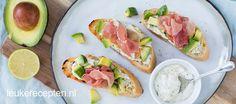 Bruschetta met avocado en ham