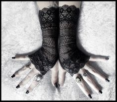 Lace Fingerless Gloves  Black Ornate Embroidered por ZenAndCoffee, $36.00