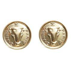 Pre-Owned Chanel Bull Coin Earrings ($505) ❤ liked on Polyvore featuring jewelry, earrings, accessories, gold jewelry, vintage jewellery, pre owned jewelry, vintage jewelry and gold coin jewelry