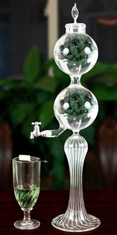 The Un Aquitaine Single Spout fountain is designed to have it's top bowl filled with ice. As water is poured through, it is chilled to perfection! As the ice in the top melts, it keeps the bottom bowl cold. Made from blown crystal.