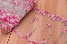 Δαντέλα Floral LC8920  Δαντέλα floral, πλάτους 16cm πολύχρωμη. Εξαιρετική ποιότητα και κομψό, διακριτικό σχέδιο για όμορφα δεσίματα. Δώστε ένα ρομαντικό, vintage ύφος στις δημιουργίες σας. Ιδανική για να δέσετε μπομπονιέρες, προσκλητήρια, μαρτυρικά, λαμπάδες γάμου και βάπτισης, κουτιά βάπτισης και λαδοσέτ. Χρησιμοποιήστε την ακόμα για διάφορες χειροτεχνίες και κατασκευές. Floral Tie, Vintage, Fashion, Moda, Fashion Styles, Vintage Comics, Fashion Illustrations