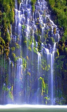 Mossbrae Falls is a waterfall flowing into the Sacramento River, in the Shasta Cascade area in Dunsmuir, California. The falls are located just south of the lower portion of Shasta Springs. Beautiful Waterfalls, Beautiful Landscapes, Famous Waterfalls, Beautiful World, Beautiful Places, Foto Picture, Nature Green, Photos Voyages, Belleza Natural