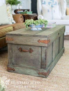Trunk with Distressed Paint Finish Pottery Barn Knock Off Trunk Table Basse Rustic Furniture, Painted Furniture, Diy Furniture, Painted Wood, Modern Furniture, Painted Trunk, Antique Furniture, Furniture Design, Furniture Plans