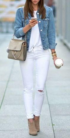 All white outfit, white jeans outfit, denim outfit, white outfits, je Casual Work Outfits, Chic Outfits, Spring Outfits, Fashion Outfits, Womens Fashion, Office Outfits, Casual Office Wear, Woman Outfits, Casual Jeans