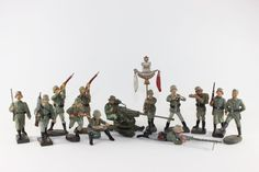 Elastolin Lineol WWI German Infantry Composition Soldiers Combat Positions 7cm/6.5 Good Condition No Boxes 13 Pieces http://www.oldtoysoldierauctions.com/images/auction24/3308_1.jpg
