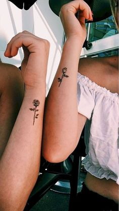 Small Rose Wrist Tattoo Ideas for Women - Cute Black Vintage Minimalist Flower Arm Tat - pequeño tatuaje de muñeca rosa - www.MyBodiArt.com #tattoos