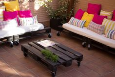 DIY Outdoor Living Room with wooden pallets.