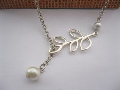 necklace - lariat idea  w/ leaf charm and pearls