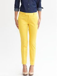 Hampton fit textured crop and capri's. Love the use of color Summer Outfits, Cute Outfits, Navy Outfits, Yellow Outfits, Mustard Pants, Preppy Casual, Yellow Pants, Pants For Women, Clothes For Women