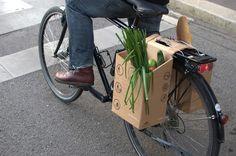 """Packtasche"" cardboard bike carrier by Matthias Lechner and Philipp Moherndl."