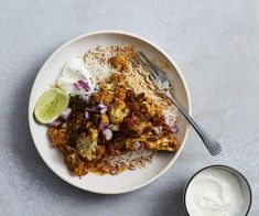 Cauliflower curry with lime and coriander recipe - Preheat the oven grill to high. Toss cauliflower with half the ghee in a bowl, season to taste, spread out on a lightly greased oven tray and grill, turning occasionally, until golden and slightly charred (8-10 minutes).