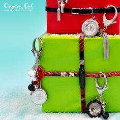 Love the new bag clip + keychain - great for Holiday gift giving!  Get yours today www.juliethinnes.origamiowl.com  #41752  Check out my FB page for tons of locket inspiration fb.com/juliethinnes.origamiowl.com