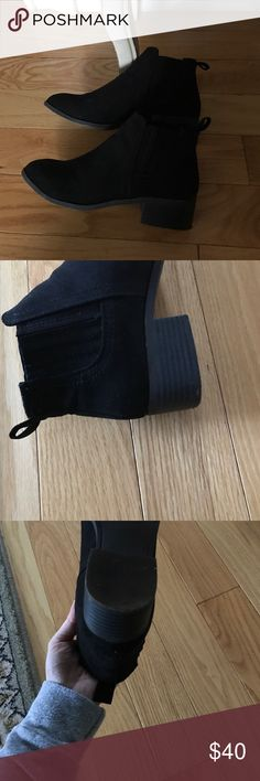 Steve Madden black Chelsea boots size 6 zim Adorable blakc Chelsea boots. Size 6. Zim is the style name worn gently. Great condition Steve Madden Shoes Ankle Boots & Booties