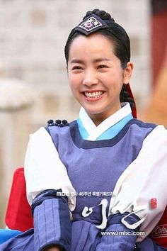 hanja: 李祘), also known as Lee San: The Wind of the Palace, is a 2007 South Korean historical drama, starring Lee Seo-jin and Han Ji-min. It aired onMBC from September 2007 to June 2008 on Mondays and Tuesdays 한지민 Han Ji Min, Korean Hanbok, September 17, Korean Beauty, Mondays, Korean Drama, Palace, Actresses, Stars