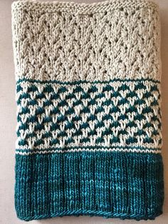 Copenhagen calling by Isabell Kraemer, knitted by Vogelgryff | malabrigo Worsted in Pigeon and Emerald