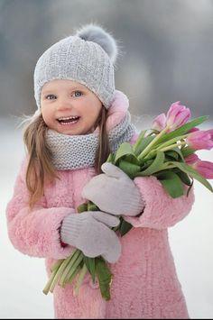 Little Girl Photography, Children Photography, Cute Toddlers, Cute Kids, Velvet T Shirt, Family Photo Outfits, Baby Family, Cute Little Girls, Little People
