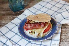 Pitas de pollo, berenjenas y bacon