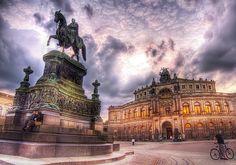 Dresden Semperoper Theaterplatz