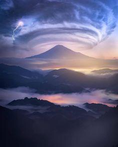 Mainly nature. Beautiful Sky, Beautiful Landscapes, Beautiful World, All Nature, Amazing Nature, Landscape Photography, Nature Photography, Monte Fuji, Wild Weather