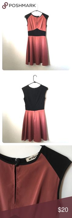 """Color block dress Sweet mauve and black sleeveless dress with keyhole front. It's fitted through the bodice, and has a flared skirt. Zips up the back. Great for dancing! No size listed, but fits like XS. 35"""" shoulder to hem, 16"""" bust, 12 1/2"""" waist. 100% polyester. Mystic Dresses Mini"""