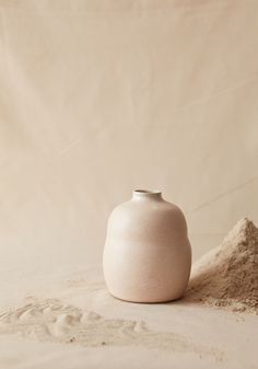 Bikis Ceramics - unique, stylish and incredible beautiful. Read up on our interview with Naomi Bikis, the mastermind behind it all. Minimal Photography, Still Life Photography, Shades Of Beige, Ceramic Tableware, Beige Aesthetic, Pottery Studio, Pottery Art, Pantone Color, Industrial Style