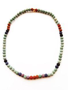 ESK 1016 - Schlicht und schön ist diese Halskette aus Natursteinperlen – Lava in verschiedenen Farben 6mm. Wir haben das Schmuckstück in Handarbeit auf ein Elastikband gefädelt. An Stelle eines Verschlusses wurde eine Metallperle goldfarben gesetzt. Die Bestellnummer ist ESK1016 Lava, Gold, Beaded Necklace, Design, Jewelry, Fashion, Semi Precious Beads, Natural Stones, String Of Pearls