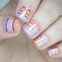 Uñas acrilicas cortas de colores decoradas con cintillas - Short acrilyc nails with tapes