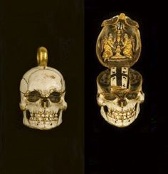Skull pendant/fob that opens to show a Christian image.