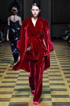 Velvet Fashion, Suit Fashion, Fashion 2017, Paris Fashion, Runway Fashion, High Fashion, Fashion Show, International Clothing, Muslim Fashion