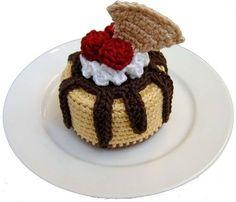 Amigurumi Food: Sundae Oh La La Cheesecake Free Pattern… Crochet Cake, Crochet Food, Cute Crochet, Crochet Crafts, Amigurumi Patterns, Crochet Patterns, Food Patterns, Felt Food, Play Food