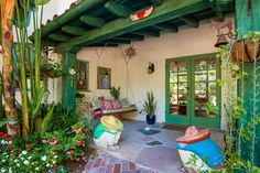 Old California and Spanish Revival Style Annie Potts Spanish Hacienda-Style Home In Tarzana, Los Angeles, California Mexican Style Homes, Hacienda Style Homes, Mexican Home Decor, Spanish Style Homes, Spanish Revival, Spanish House, Spanish Colonial, Mexican Hacienda Decor, Hacienda Kitchen