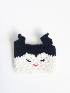 Maleficent cup cozy ~ found on Etsy - for sale Crochet Coffee Cozy, Crochet Cozy, Love Crochet, Crochet Gifts, Crochet Chain, Yarn Projects, Crochet Projects, Crochet Disney, Disney Crochet Patterns