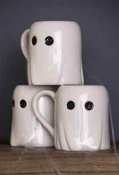 Shop Martha Stewart Part spooky, part cute. These ghostly mugs from Martha Stewart's new collection created for Macy's will keep you in the Halloween spirit all month long. Halloween Mug, Fete Halloween, Spirit Halloween, Halloween Decorations, Halloween Ideas, Halloween House, Halloween 2020, Cute Coffee Mugs, Cute Mugs