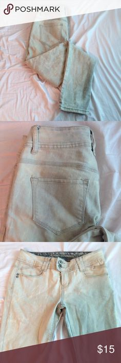 Papaya Light Grey Acid Bleach Washed Jeans Kind of a warmer grey color. Slim fit and very stretchy. Hardly worn. Papaya Jeans Skinny